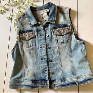 BKE Outerwear Women's button up jean vest, size L